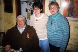 Grant with Laura and Kaye Miller in their apartment in Kansas City, 2007.