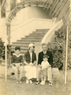 Grant Goodman (left) with mother Elaine, father Lewis, and brother David in Florida, 1934.