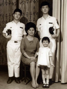 Family photo in studio, 1969.