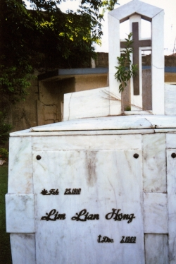 Another view of Pop's tomb at Manila Memorial Park.